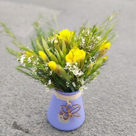 Daffodil eco vase