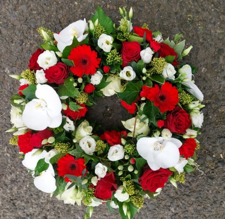 Red and white wreath ring