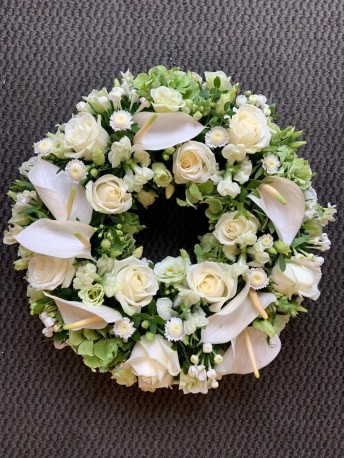 WHITE AND GREEN CALLA LILY WREATH